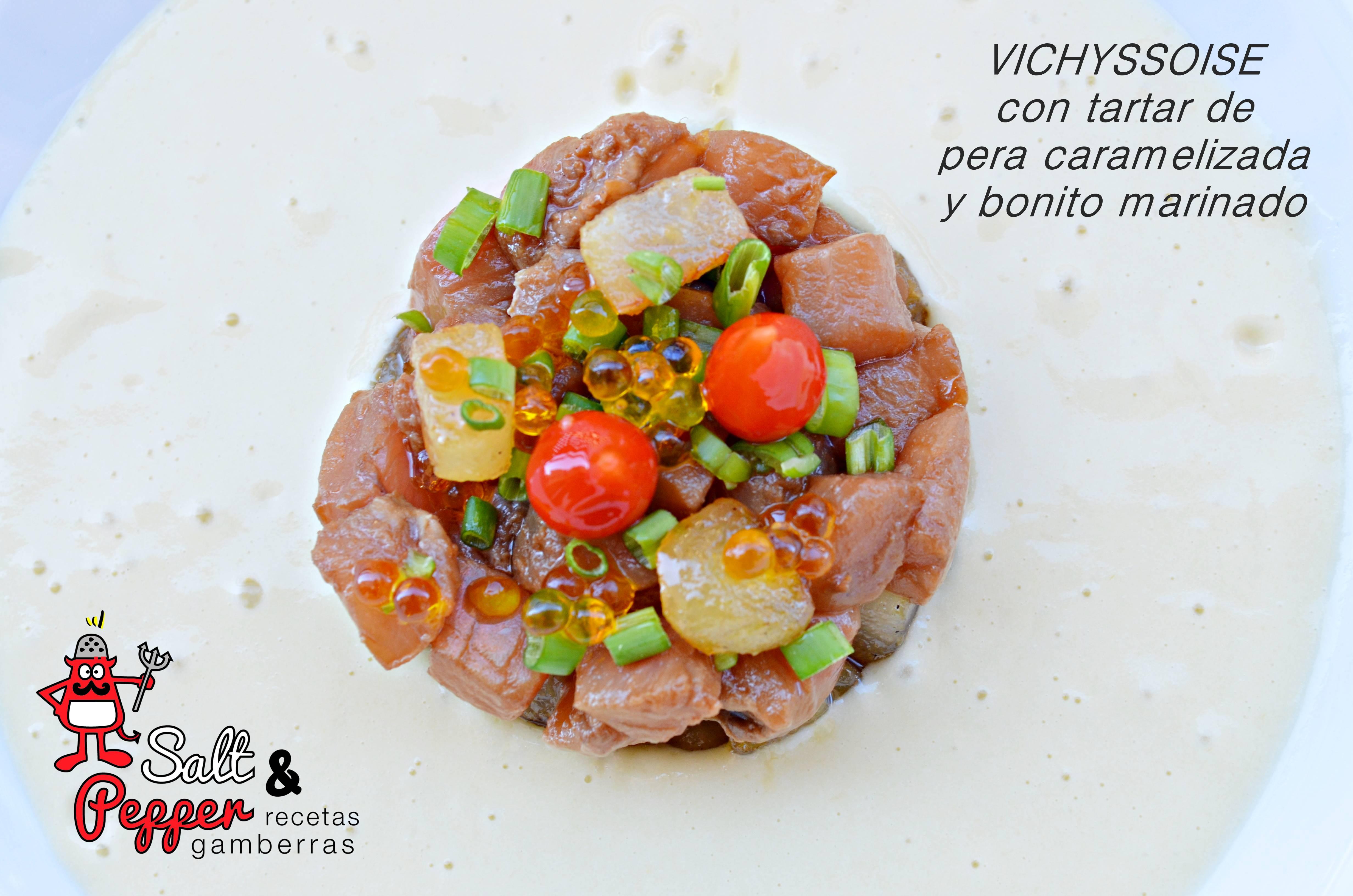 Plato de vichyssoise con tartar de pera caramelizada y bonito.