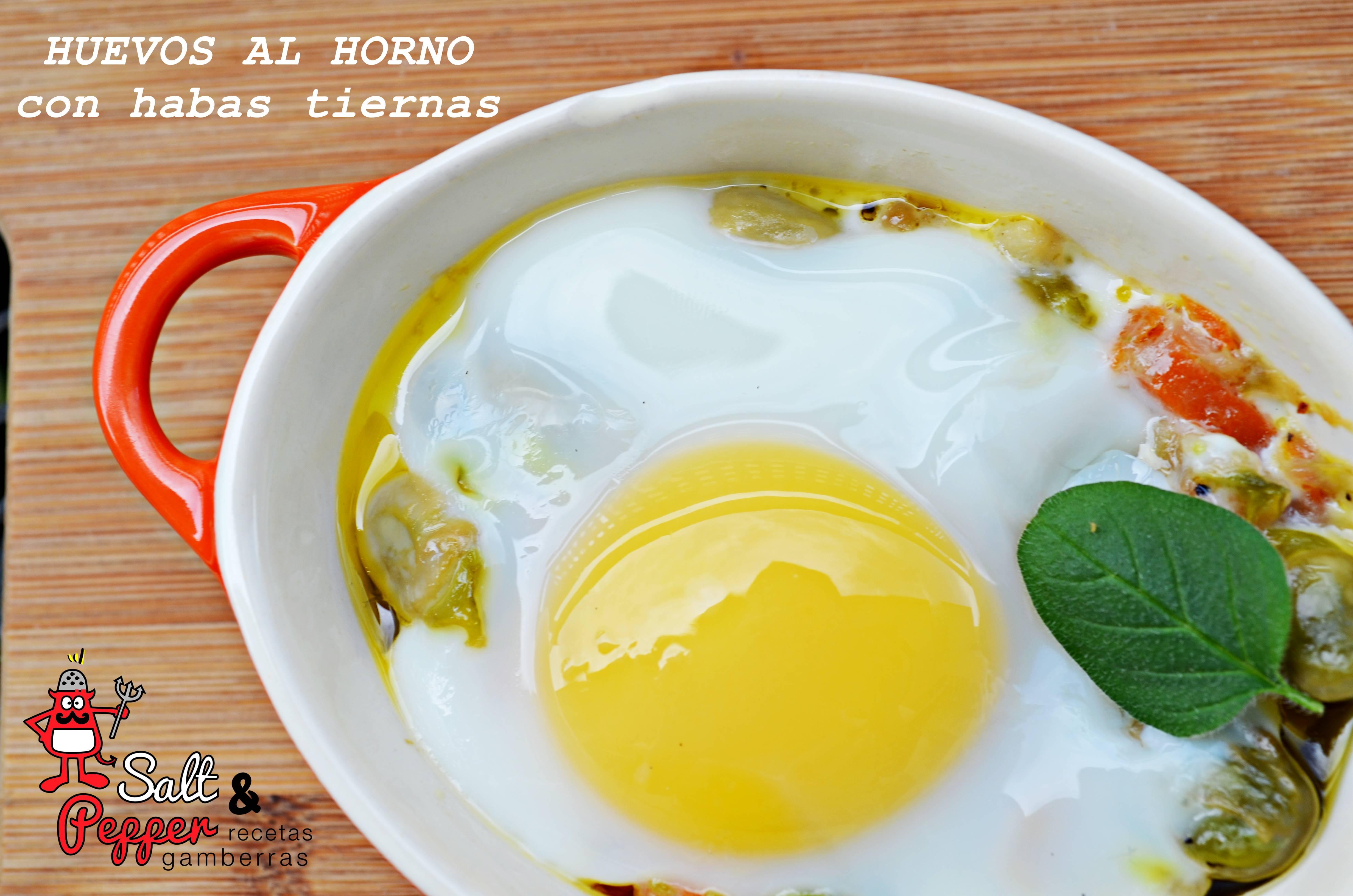 Cazuela de huevos al horno con habas tiernas.