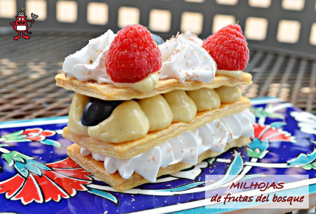 Milhojas de merengue, crema pastelera y frutos rojos.