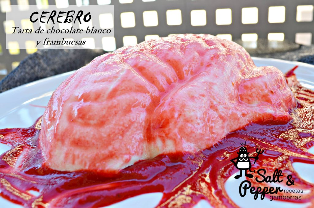 Tarta de chocolate blanco y frambuesas en forma de cerebro.