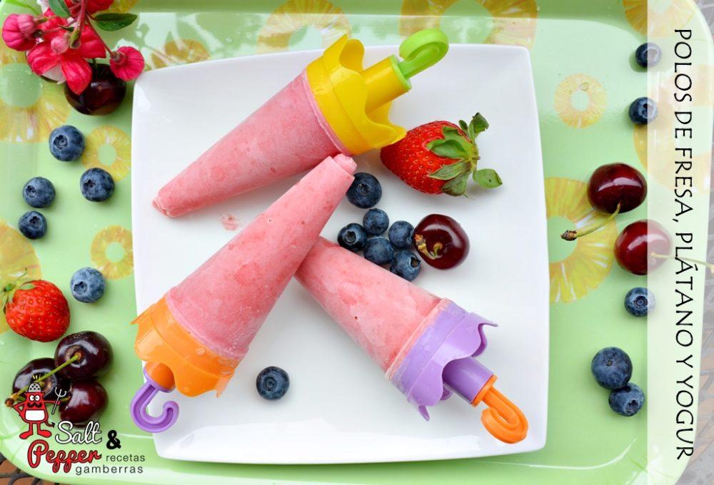 Polos de fresa, plátano y yogur acompañados de fruta.