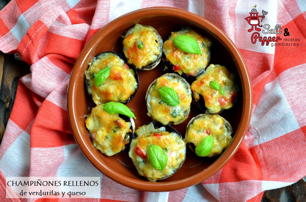 Cazuela de champiñoneas rellenos de verduritas y gratinados con queso.