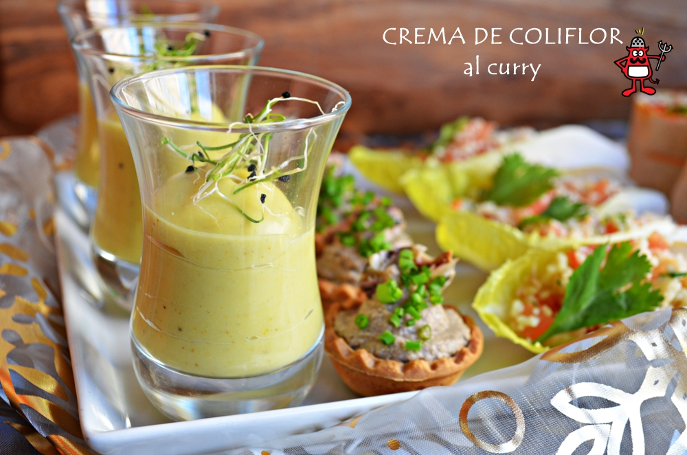 Vasitos de crema de coliflor y curry