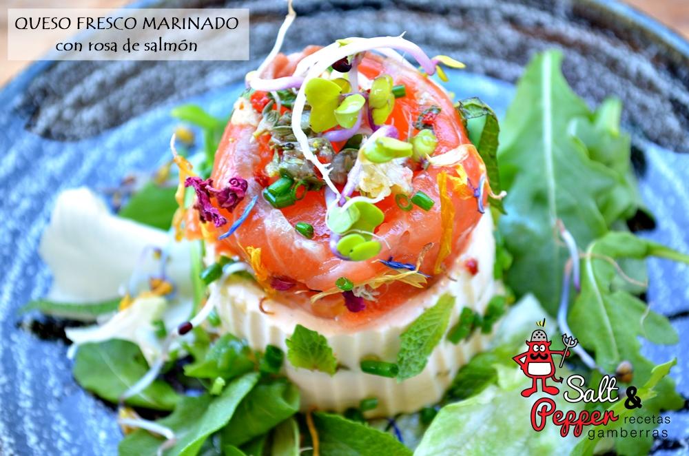 Queso fresco marinado acompañado de rosa de salmón curado con brotes y hierbas aromáticas.