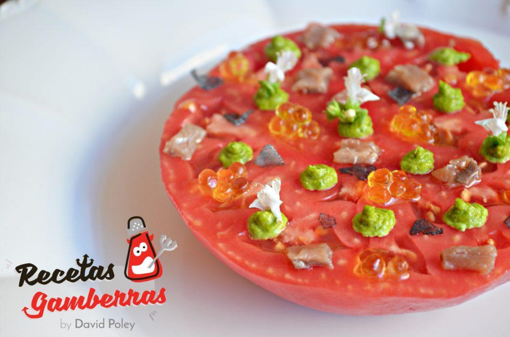 plato a base de tomate y pesto.
