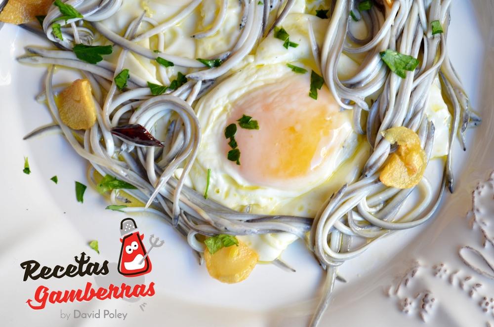 Huevos fritos con angulas