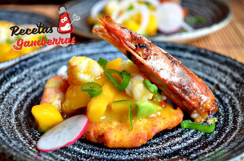 Aguachile de langostinos y mango sobre tostón de plátano verde