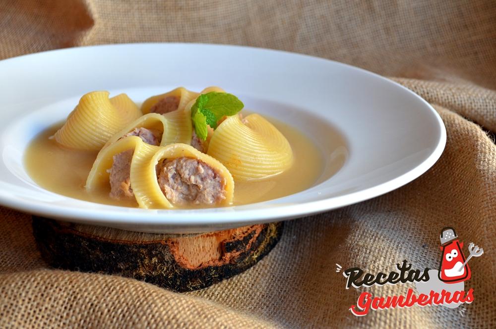 Sopa de pasta rellena